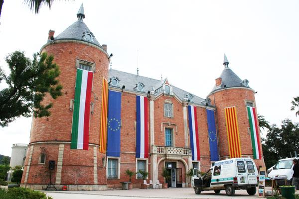Chateau accueillant l'exposition du travail expérimental Cinémagic, Solliès-Pont Mai 2010.